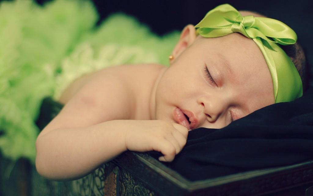 6948001-child-girl-rest